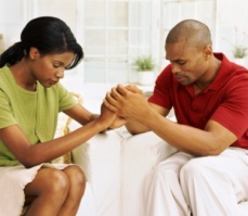 couple praying - adultchildrenofdivorce.net 179488e3d17fe18be588b082fc36cd51